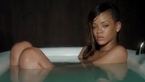 rihanna-in-bath